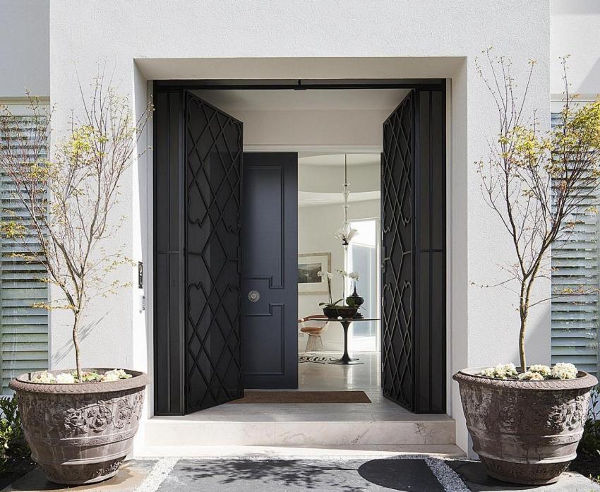 Стоимость изготовления конструкции с терморазрывом зависит от размера входных дверей