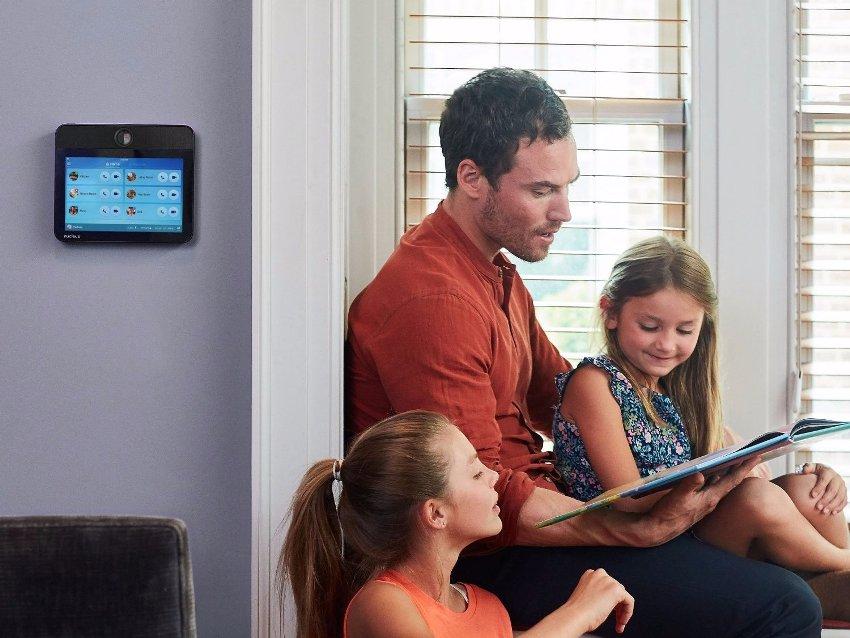 Базовый блок видеодомофона чаще всего устанавливают на стене в прихожей