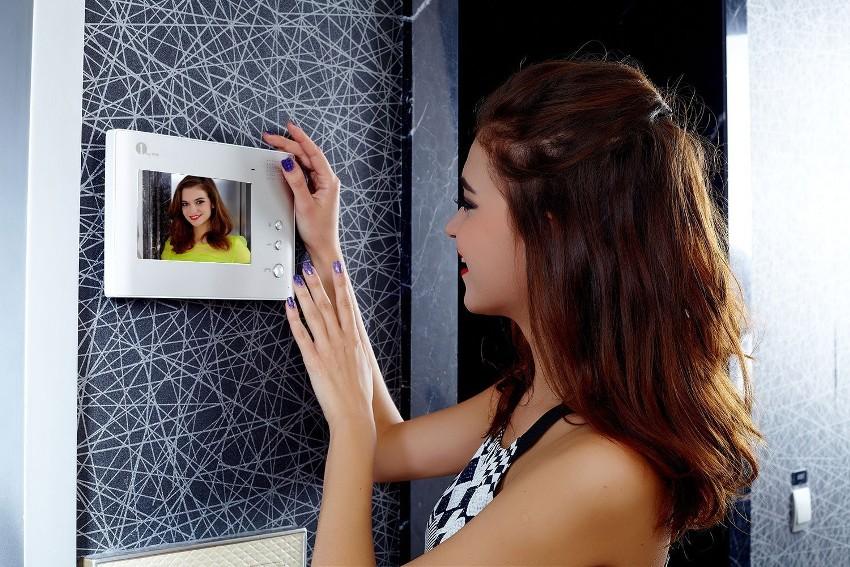 Цветной монитор видеодомофона без трубки - один из самых доступных и продуктивных вариантов системы видеонаблюдения