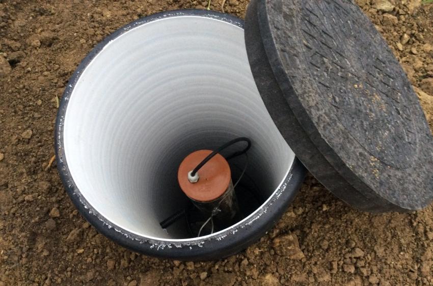 Важным этапом при проведении воды в дом из скважины является обустройство кессона, его изоляция и утепление