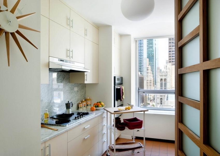 Главное при выборе мебели для маленькой кухни - это функциональность и ненавязчивый цвет