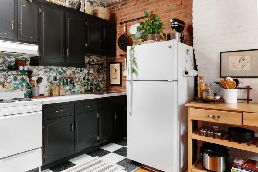 Открытая кирпичная кладка используется для оформления интерьеров кухонь в разных стилях
