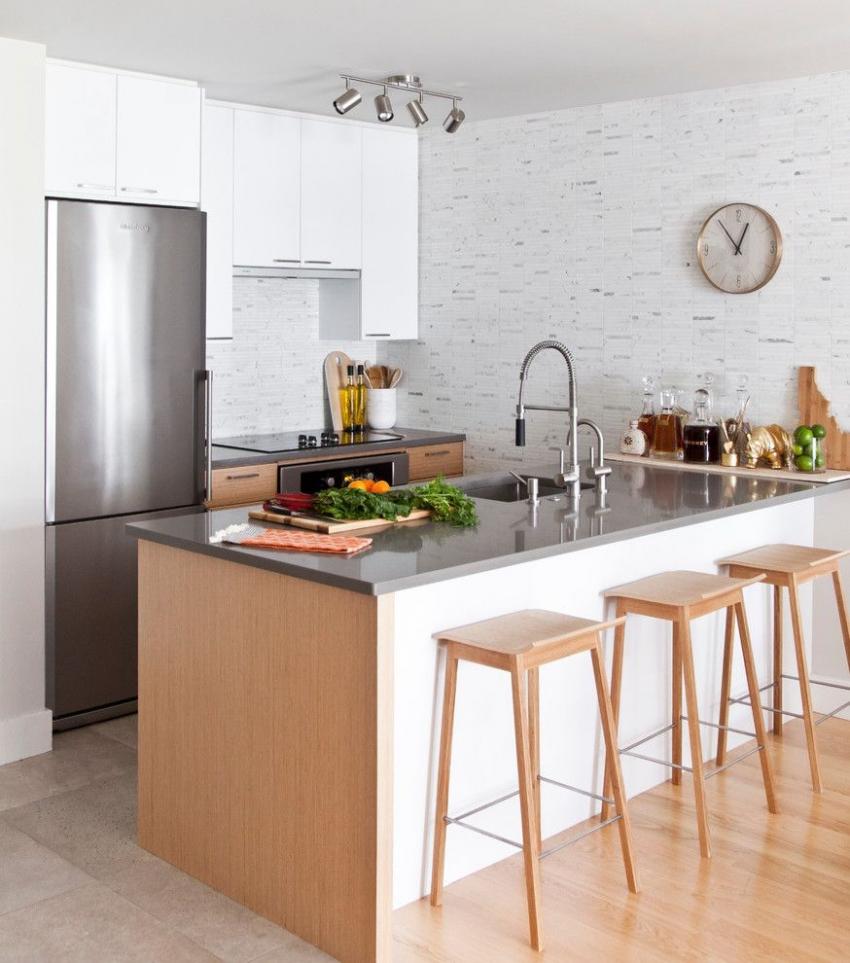 Одним из самых рациональных способов увеличить пространство кухни - это объединить ее с гостиной, сделав перепланировку