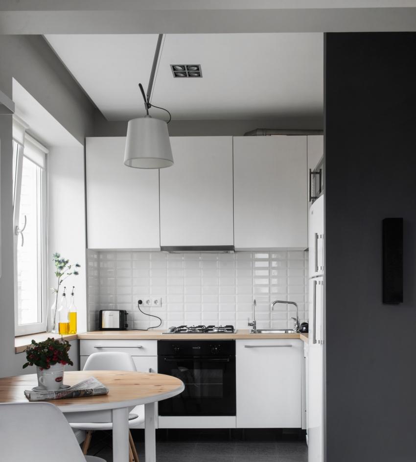 Один из самых интересных способов украсить потолок на кухне - это использование двухуровневых потолков со светодиодной подсветкой
