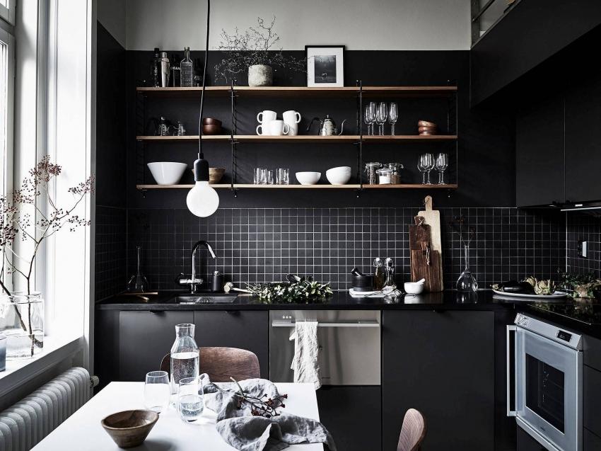 Кухня, оформленная в черном цвете, подходит не для всех типов личностей