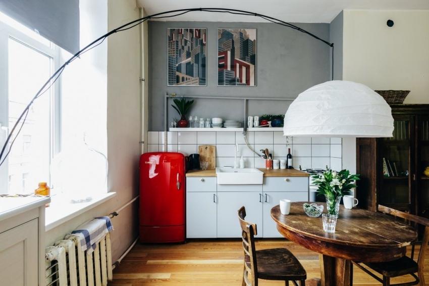 Небольшую кухню можно объединить с гостиной тем самым увеличив пространство обоих комнат