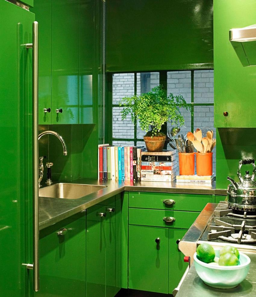 При выборе ярких насыщенных оттенков для небольшой кухни важно учитывать типы личности проживающих в доме