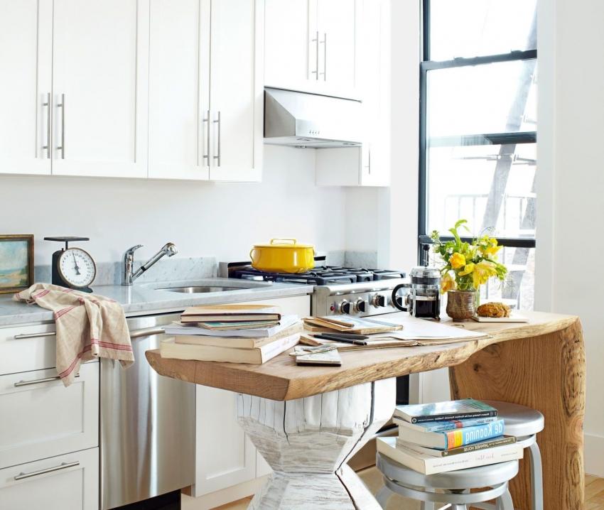 Передвижная мебель очень удобна на маленькой кухне, поскольку позволяет использовать ее там, где это необходимо