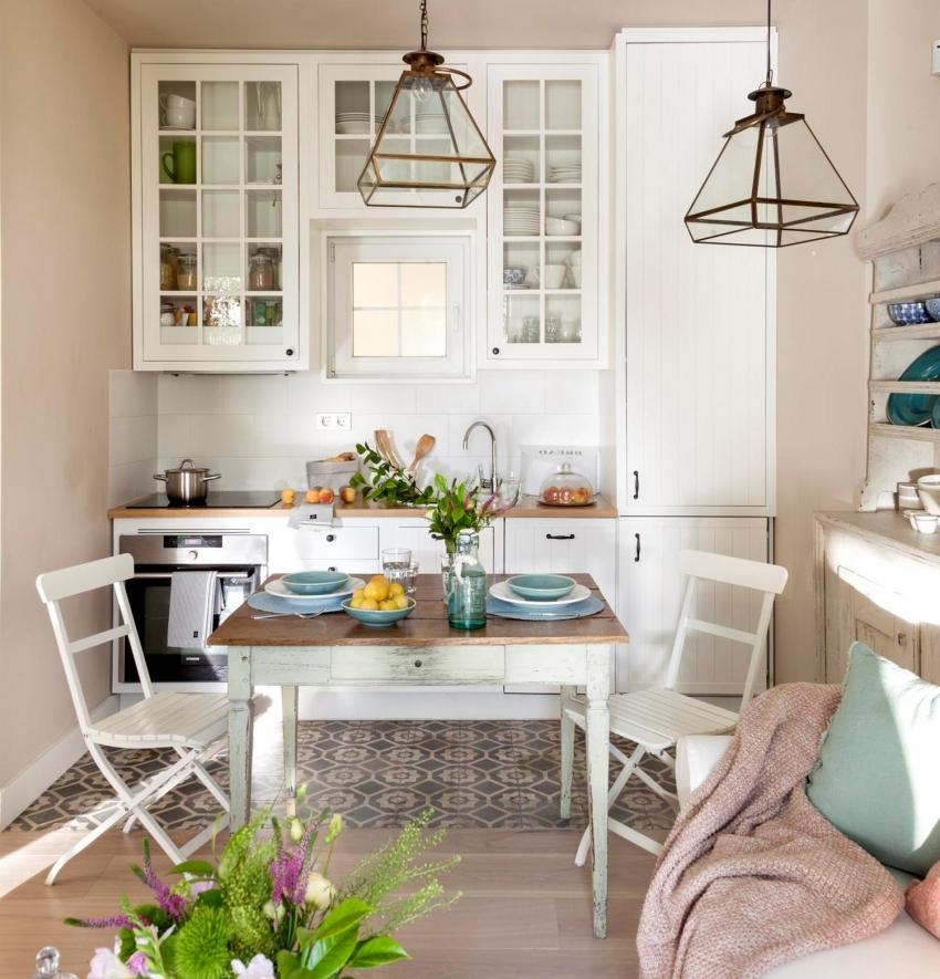 Пример прямолинейного расположения гарнитура на кухне, объединенной с гостиной