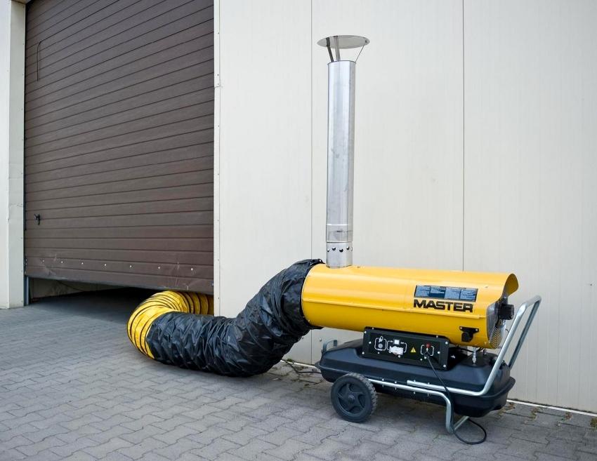 Пушки непрямого нагрева требуют наличия воздуховода, по которому теплый нагретый воздух поступает в помещение