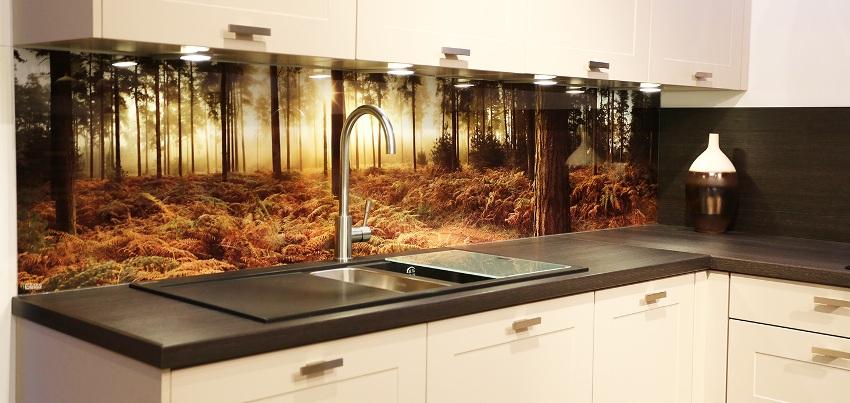 Технология фотопечати дает возможность нанести на поверхность любое изображение и сделать дизайн кухни эксклюзивным