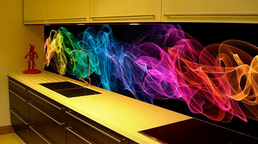 Производить замеры и заказывать стекло для кухонного фартука следует только после того, как вся кухонная мебель, розетки и выключатели будут установлены на свои места