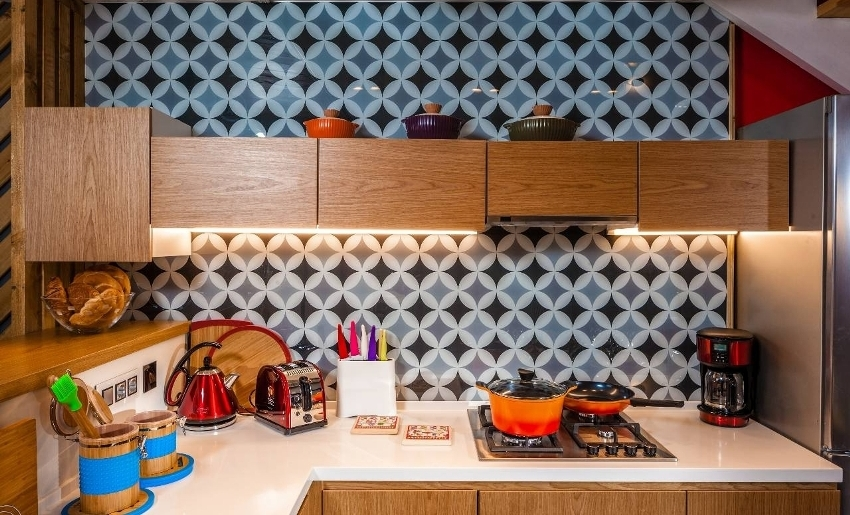 Скинали для кухни с оригинальным геометрическим рисунком