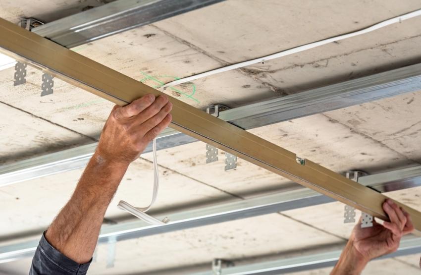 Наиболее часто используемые габариты потолочного профиля равны 60х273х3000 мм