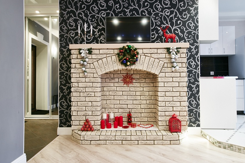 Камин в классическом стиле будет уместен в любой квартире