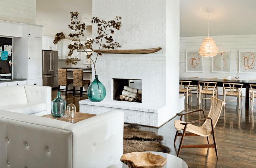 Фальш-камин можно установить в любой комнате и украшать по своему желанию любыми предметами, не боясь возгорания