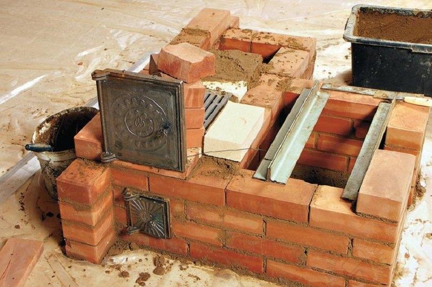 Выбор места под строительство печи-камина необходимо продумать еще на этапе установки фундамента дома