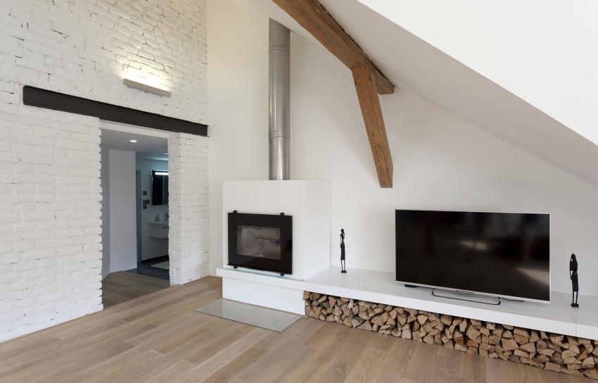 Для полноты имитации настоящего камина, можно установить декоративный дымоход
