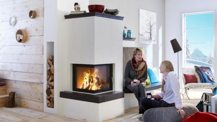 Угловой камин можно разместить в специальной перегородке из гипсокартона, что позволит выгодно зонировать пространство комнаты