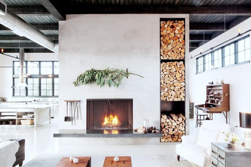 В качестве дополнения к декоративному камину можно использовать деревянные поленья