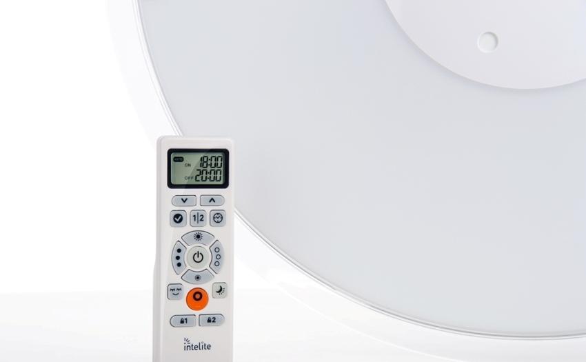 Пультом можно управлять люстрой на расстоянии 8-10 и более метров