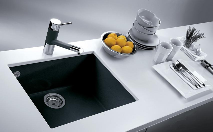 Добиться идеальной чистоты раковины из камня можно при помощи домашних средств, например, сока лимона