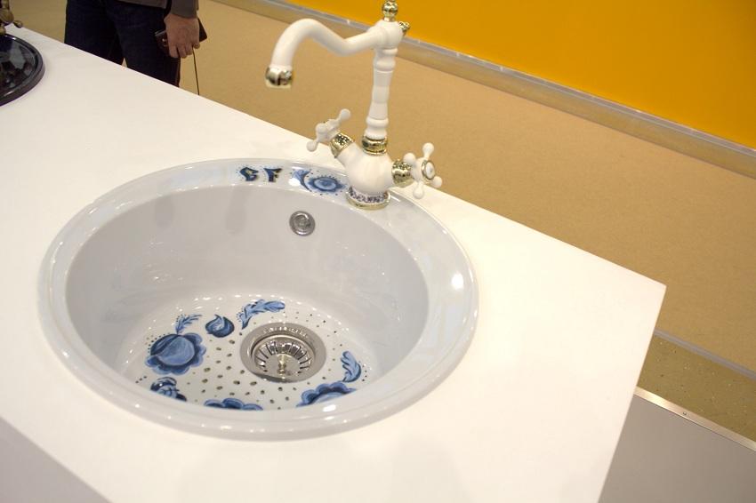Керамическая кухонная раковина с дизайнерской росписью
