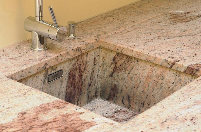 Каменные мойки выполняются как в классических тонах, так и в нестандартных цветовых решениях