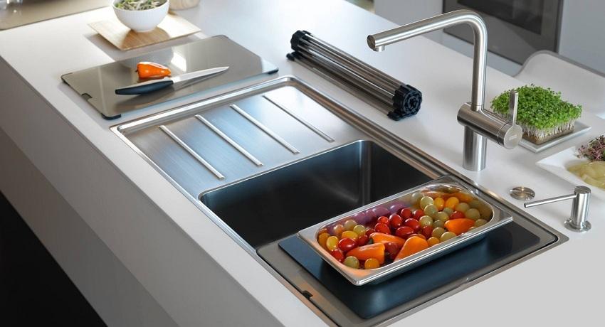 Мойка для кухни из нержавеющей стали: особенности выбора и ее роль в интерьере