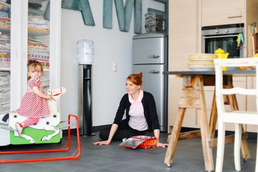 Напольный кулер очень удобен в использовании, особенно если в доме есть дети