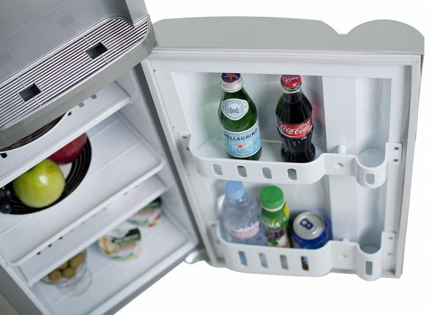 Некоторые модели кулеров оснащены мини-холодильником в нижней части прибора