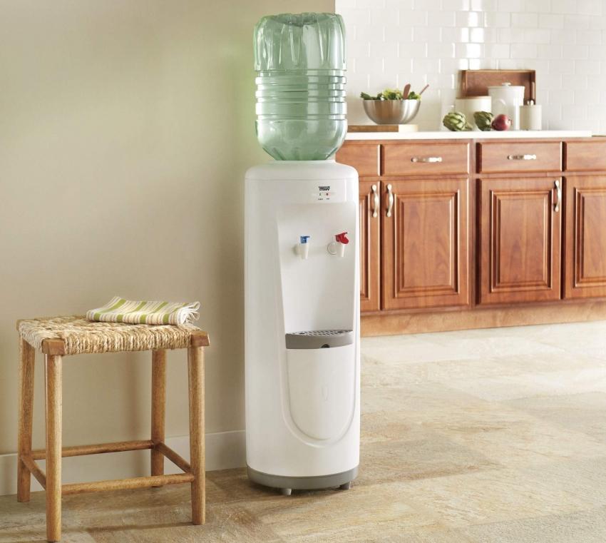 Кулер для воды может как охлаждать, так и подогревать воду