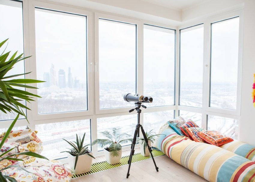 Комнатные растения могут быть источниками повышенной влажности воздуха в квартире, измерить которую можно с помощью специальных приборов
