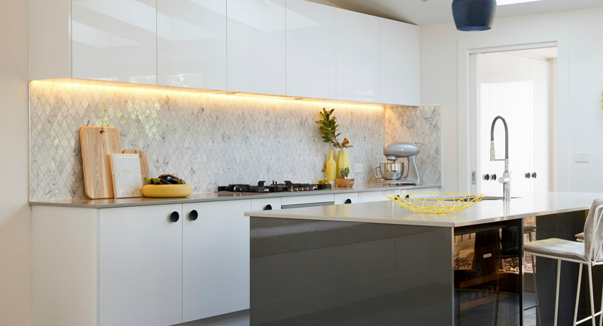 Светодиодная подсветка для кухни под шкафы: выбираем и подключаем самостоятельно