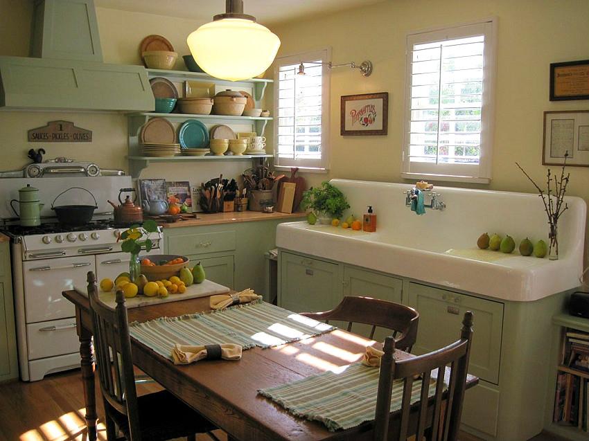"""Накладные мойки считаются вчерашним днем, однако еще используются в кухнях, оформленных в стиле """"кантри"""""""