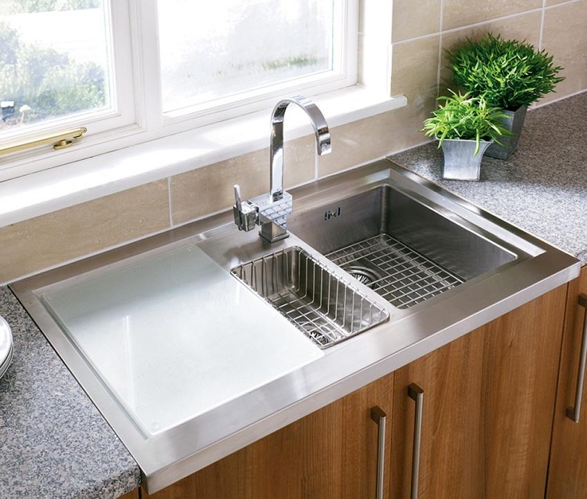Кухонная раковина может комплектоваться разными дополнительными аксессуарами
