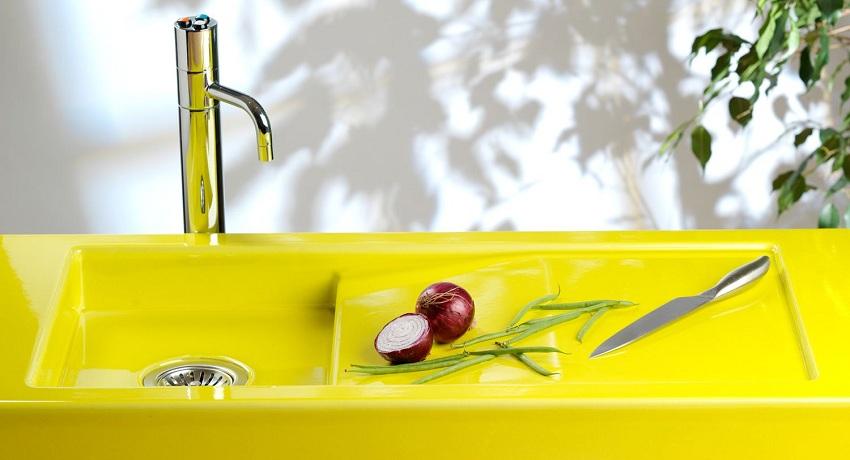 Мелкая чаша кухонной мойки не предназначена для мытья габаритной посуды