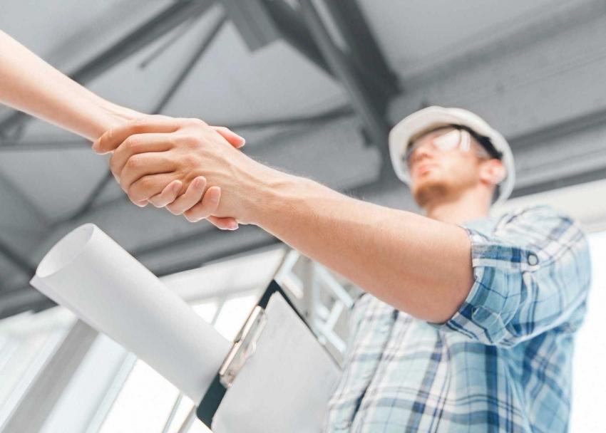 При выборе строительной компании для ремонта квартиры под ключ, стоит обращать внимание на независимые отзывы клиентов
