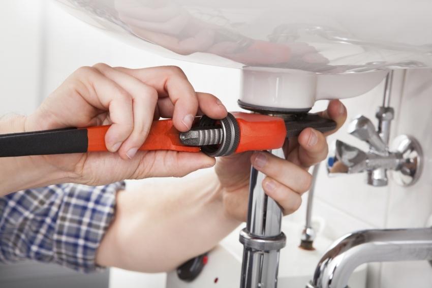 Установку сантехнических приборов можно проводить в самом конце ремонта, если хозяева не проживают в квартире