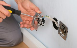 Розетка: как подключить электротехническую арматуру без помощи специалиста