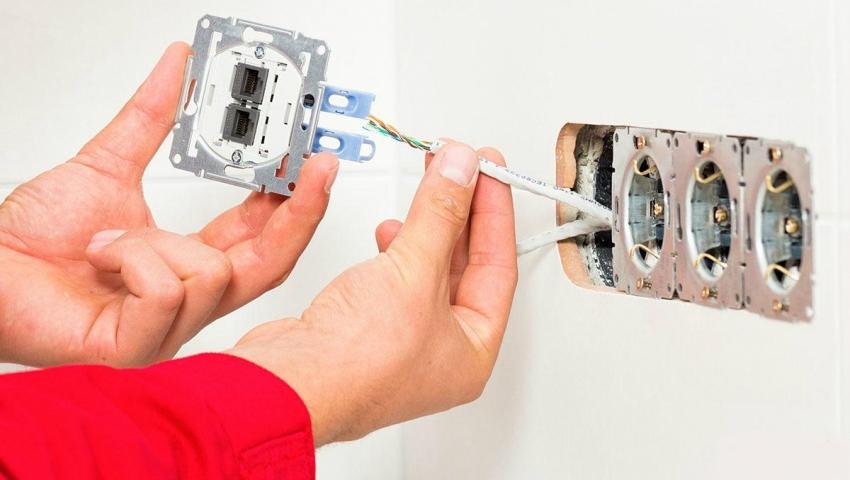 Многие производители предлагают съемный внешний корпус розеток, что позволяет подключить в одном месте розетку, выключатель, слоты для других коммуникаций и даже встроенную USB-зарядку
