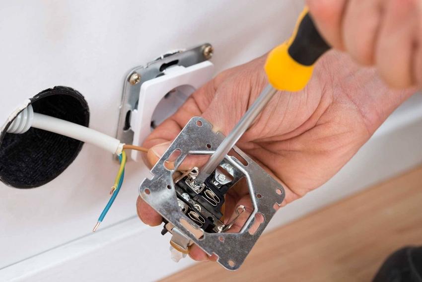 Две или более розеток подключаются к электрической цепи параллельно