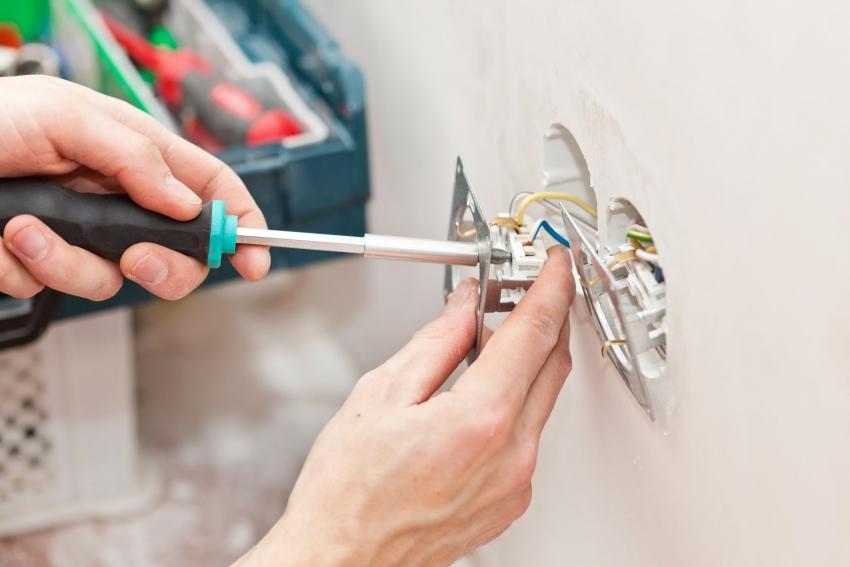 Перед проведением работ в обязательном порядке необходимо обесточить квартиру или дом