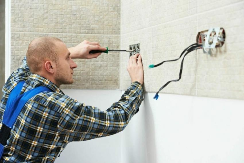 Установка розеток и подключения их к сети должно производится при полном отключении электричества в квартире