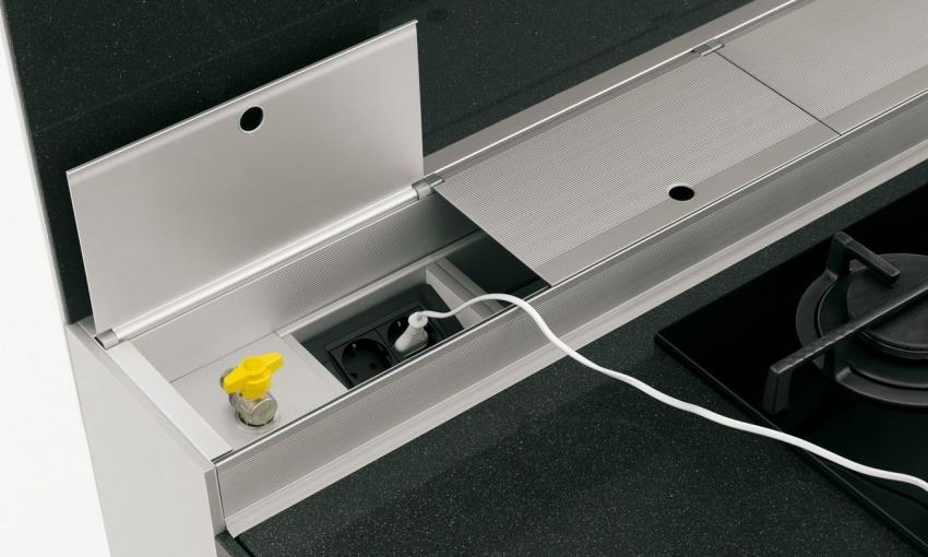 Встраиваемые розетки удобны в монтаже и могут быть установлены даже в готовый кухонный гарнитур