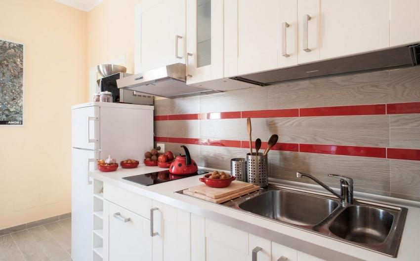 Пример правильного расположения розетки для холодильника