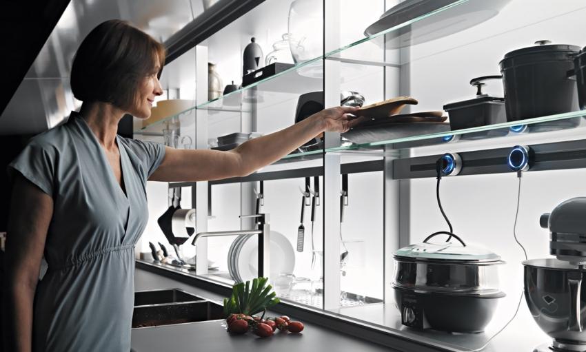 Одним из современных гаджетов на кухне является модульный блок с движущимися розетками