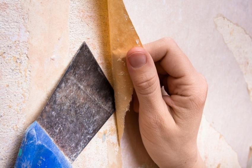 Подготовительный этап состоит из демонтажа старых оконных или дверных конструкций, удаления старой отделки со стен и пола и заделки неровностей