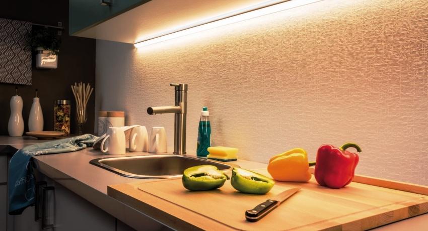 Важным достоинством светодиодной подсветки является ее долговечность, кухонная лента способна проработать 14 и более лет