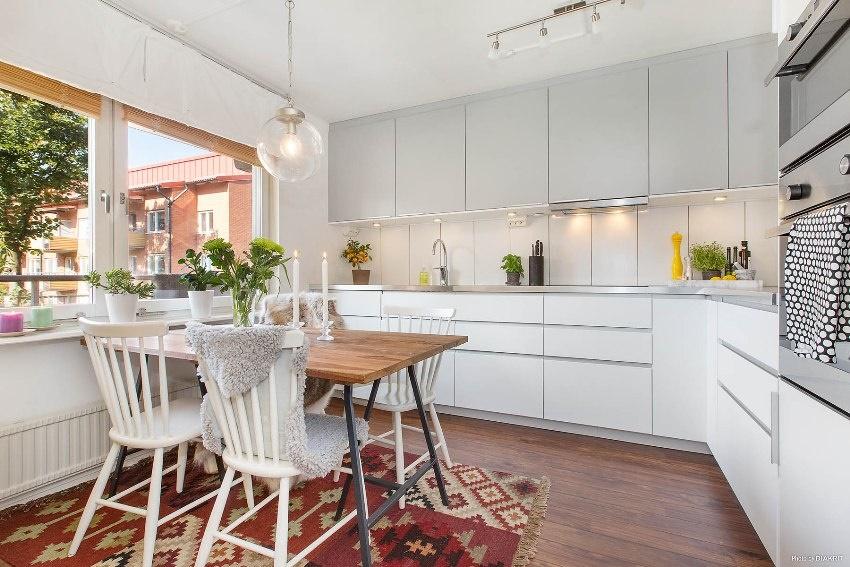 Основной смысл накладного освещения заключается в создании уютной и максимально комфортной атмосферы в доме